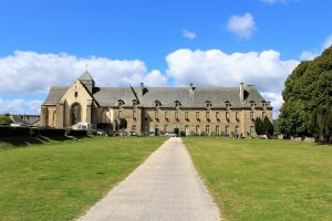 Foresta-di-Paimpont - Paimpont-abbaye-notre-dame.jpg