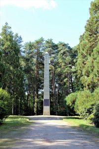 Bretagna - La-Battaglia-dei-Trenta-Obelisco.jpg